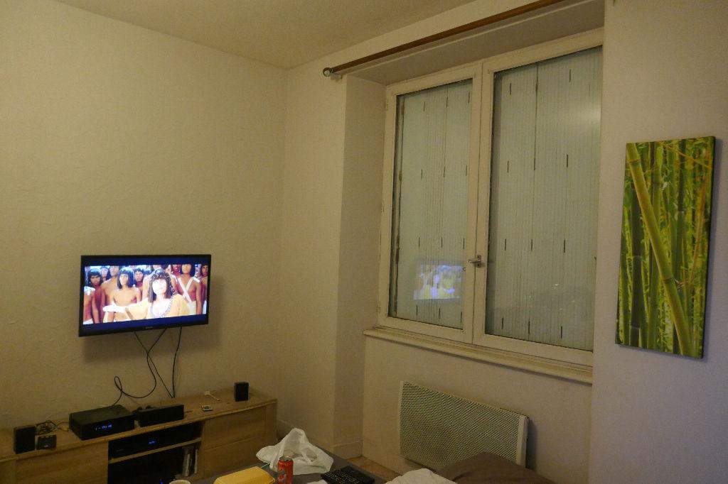 CENTRE VILLE STUDIO  Avec locataire au dernier étage